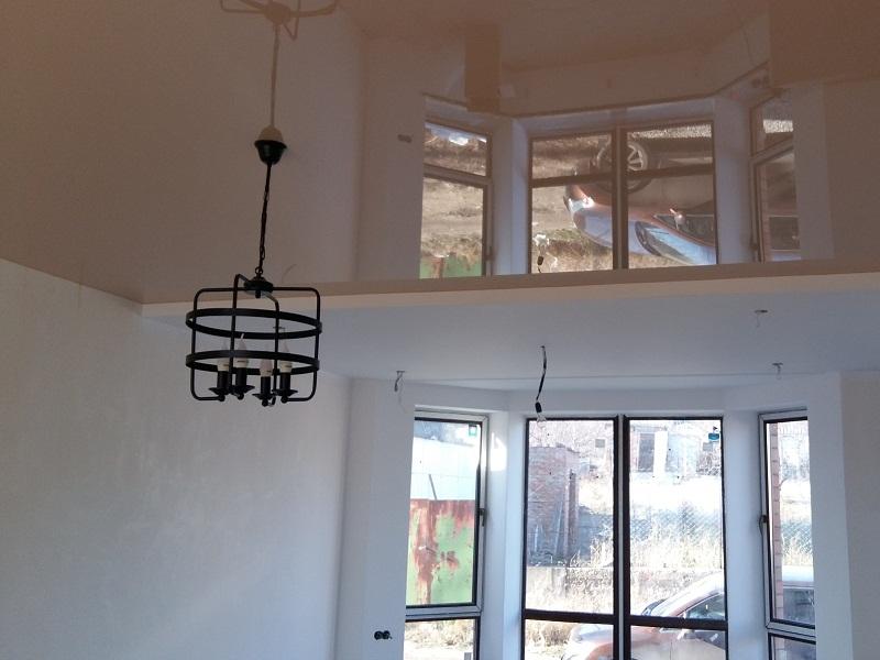 Объекты квартиры отражение люстры на потолке