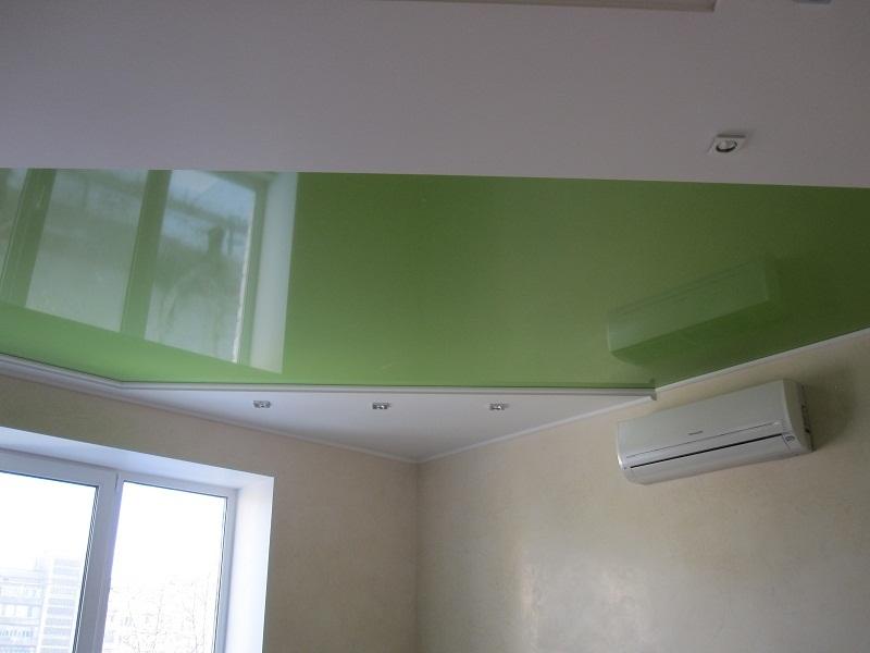 Натяжные потолки лаковые зеленые
