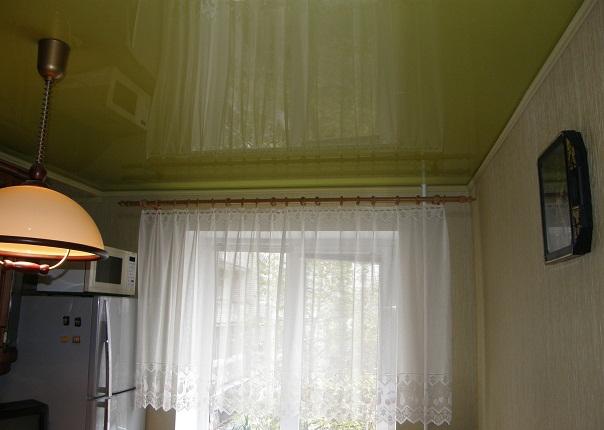Натяжные потолки с пенопластом