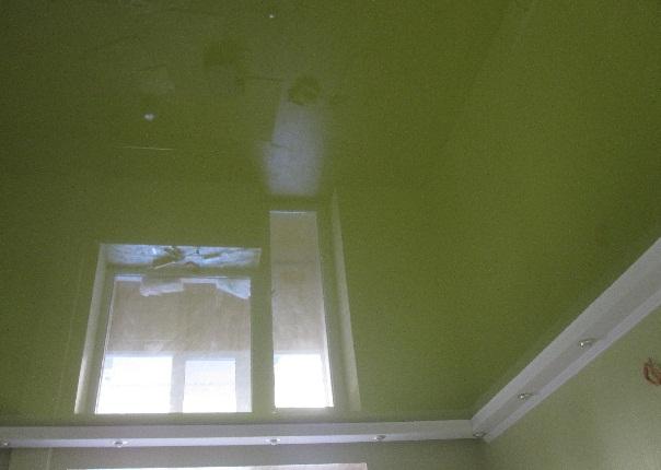 Натяжные потолки отражение окна