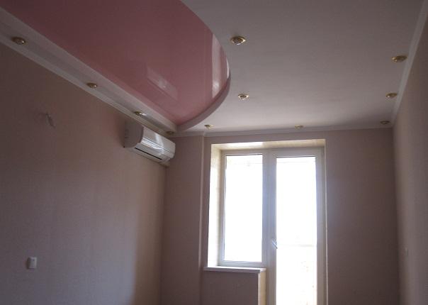 Натяжные потолки фуксия