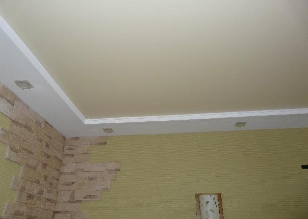 Натяжные потолки сливочный