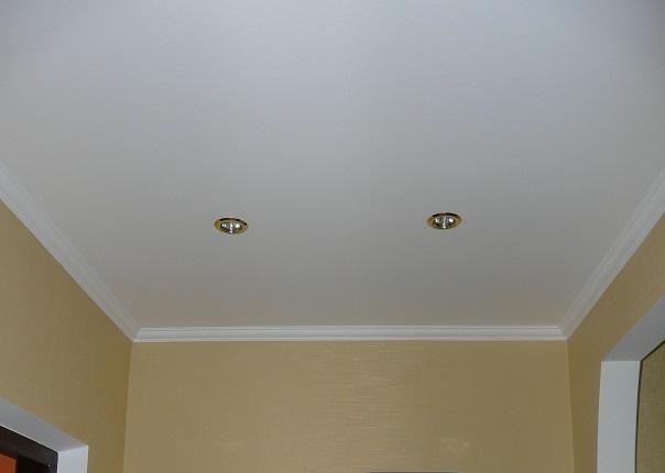Натяжные потолки с багетами